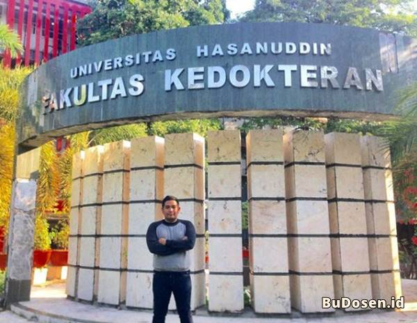Bagian Depan Gedung Kuliah Fakultas Kedokteran UNHAS Makassar