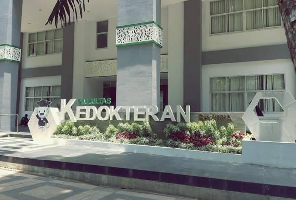 Bagian Depan Gedung Kuliah Salah Satu Jurusan di UB Malang (Prodi Kedokteran Umum)