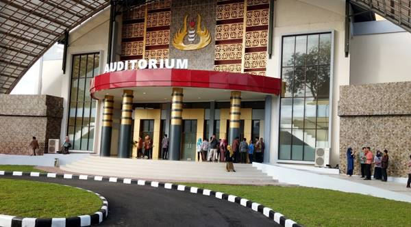 Bangunan Auditorium Di Kampus Utama Universitas Negeri Padang