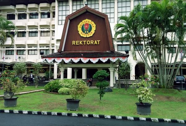 Bangunan Rektorat di Universitas Mataram