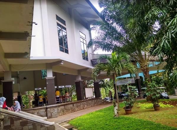Gedung Auditorium Universitas Negeri Semarang