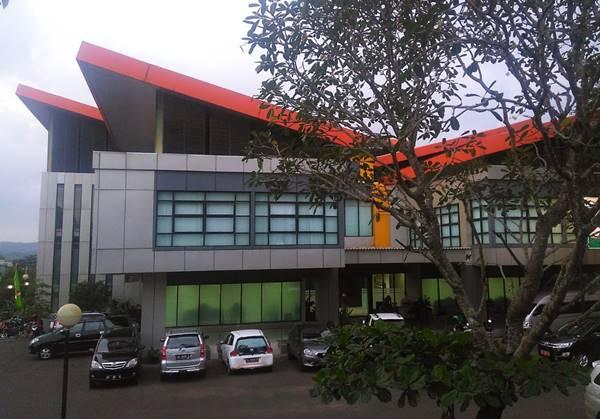 Gedung Perkuliahan Beberapa Jurusan di UNNES Program Pascasarjana Jenjang S2 & S3