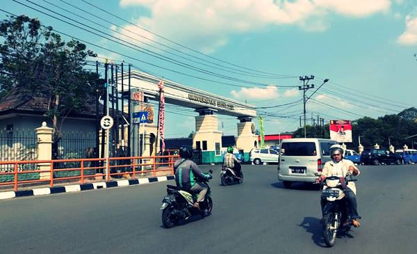 Gerbang Depan Kampus Utama Unsri Di Kota Palembang