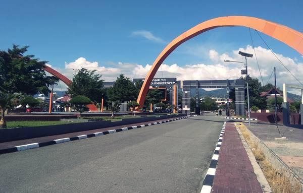 Gerbang Kampus Universitas Tadulako Sulawesi Tengah