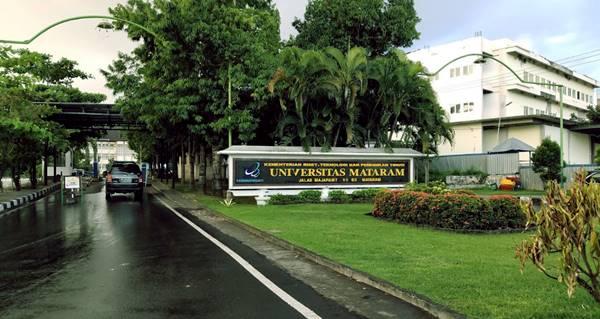 Gerbang Masuk Salah Satu Jurusan di UNRAM Tahun 2021