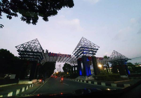 Gerbang Utama Universitas Diponegoro