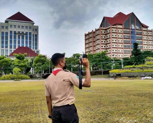 Halaman Kampus Universitas Negeri Surabaya