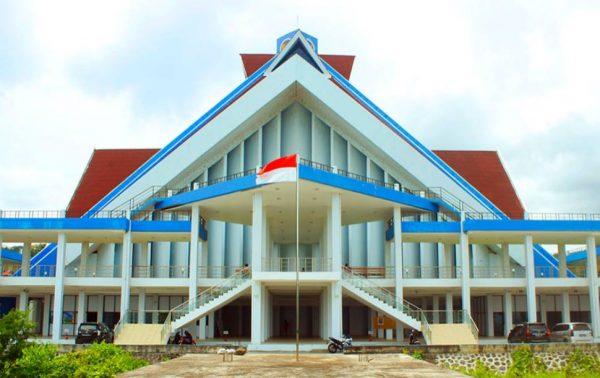 Bangunan Rektorat di Universitas Negeri Manado