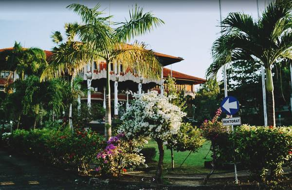 Kampus Rektorat Di Universitas Udayana Denpasar Bali