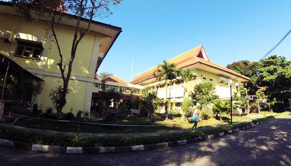 Kampus Sekolah Pascasarjana Di Unm Malang
