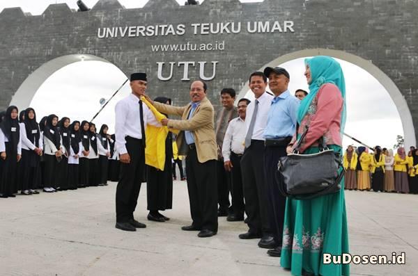 Pelantikan Mahasiswa Baru di Universitas Teuku Umar Tahun 2017