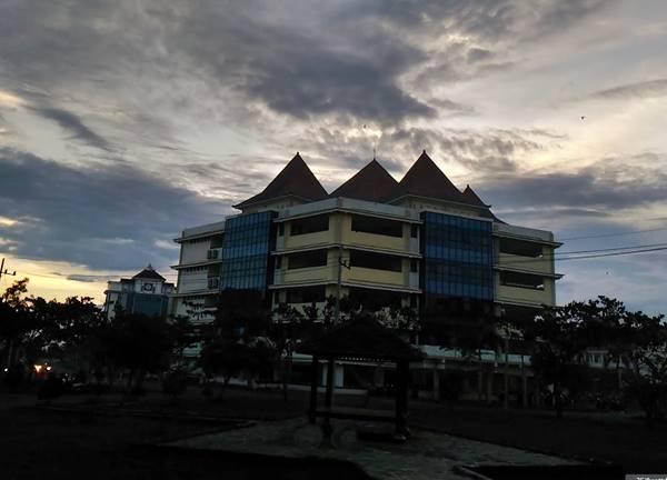 Senja Di Kampus URM Bangkalan