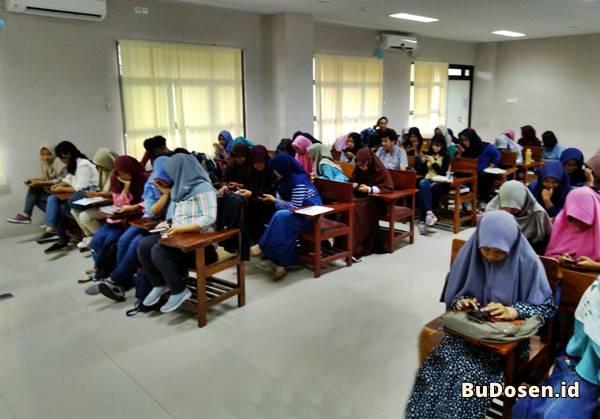 Suasana Ruang Kelas Di Universitas Tidar Magelang