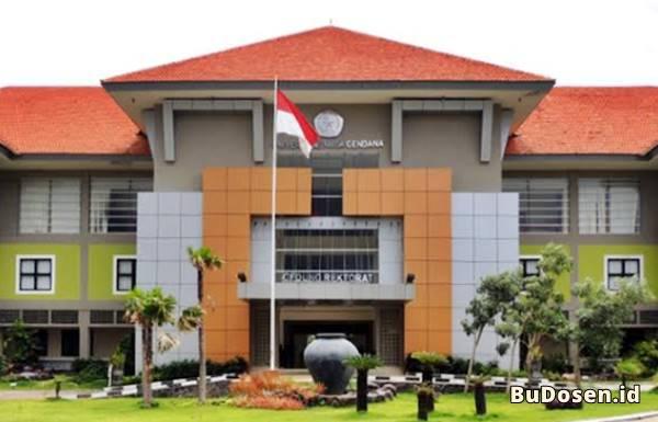 Tampak Depan Gedung Rektorat UNDANA